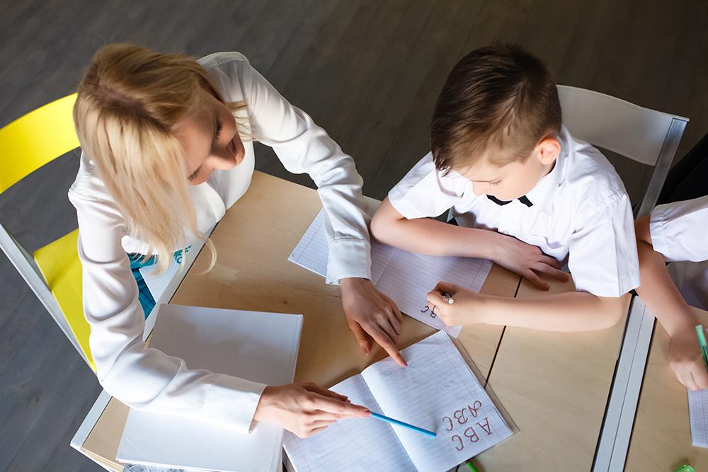 Aide à la Jeunesse dans le secteur de l'enseignement